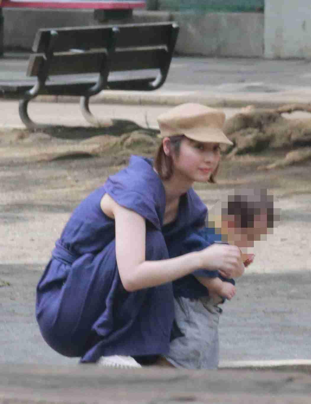 佐々木希&渡部建親子3人と愛犬で公園散歩!別居離婚騒動はなかったことに?