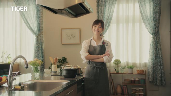 【佐々木希が夫婦で共演した待望のCM】9