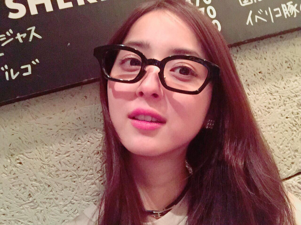 佐々木希のメガネ姿が可愛い!視力は悪い?それとも伊達メガネ?4