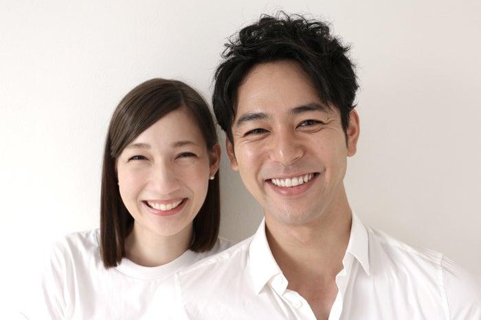 佐々木希&渡部建もやった?白Tシャツ結婚発表には驚きの理由があった