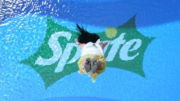 橋本環奈が宙返り&ずぶ濡れに!スプライトCMでの水に濡れた姿が美しすぎる3