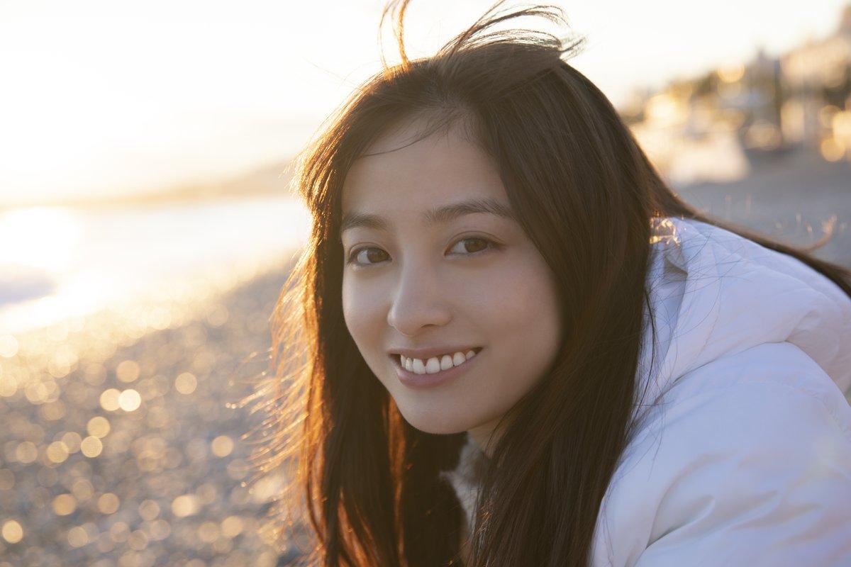 橋本環奈の最新の写真集が発売!発売記念イベントがまるで悪徳商法?10